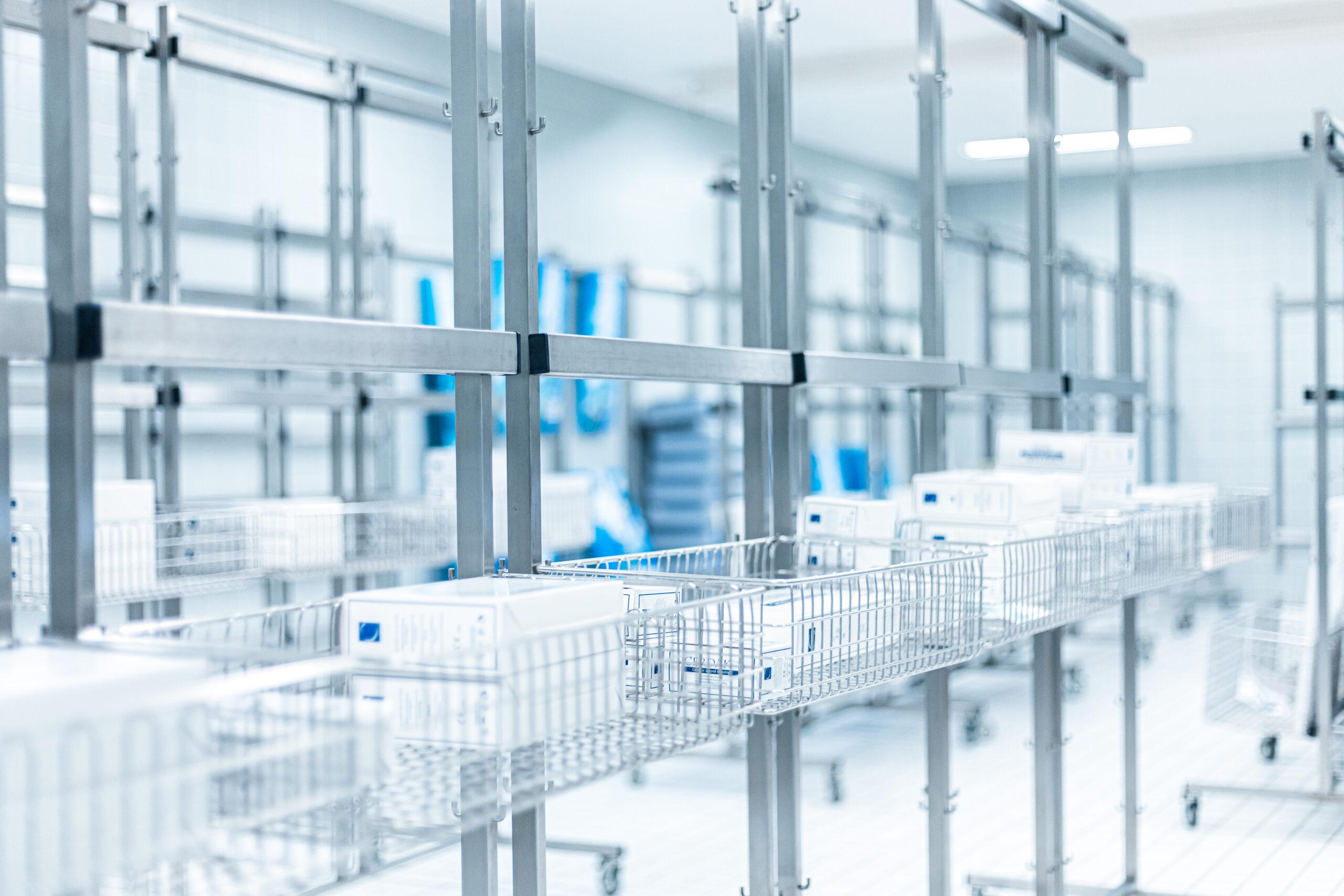 Die sichere Lagerung von sterilen Einmalprodukten im eigenen Sterilraum der LIMBECK Firmenzentrale